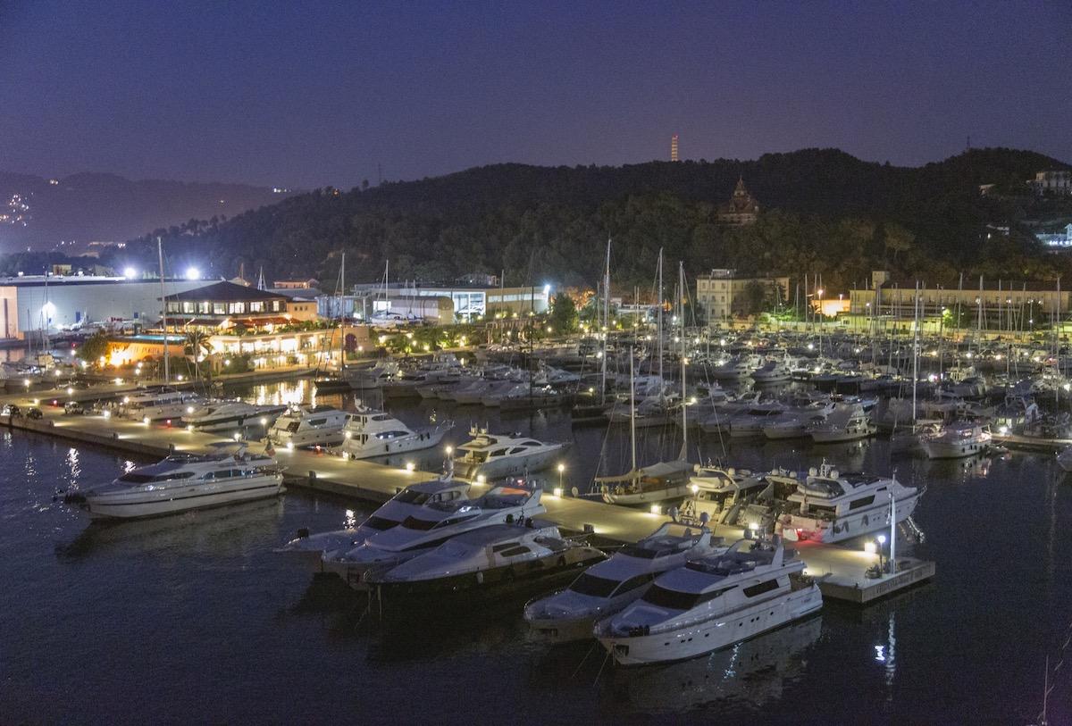 Porto lotti a la Spezia vista notturna della banchina