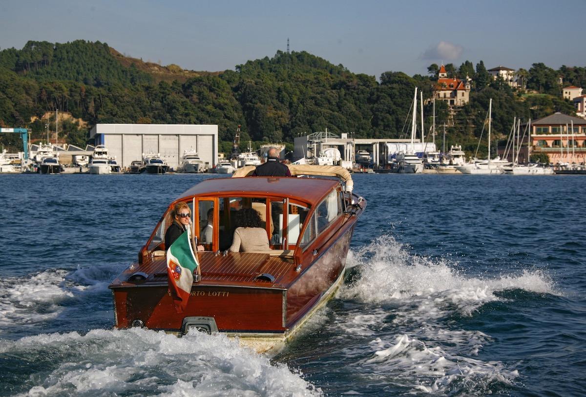 taxi via mare collegamento Porto Lotti ai pittoreschi borghi delle Cinque Terre Golfo la Spezia Liguria