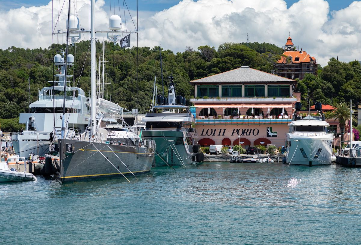 At Porto Lotti in Italy Superyachts of very long dimensions are welcome