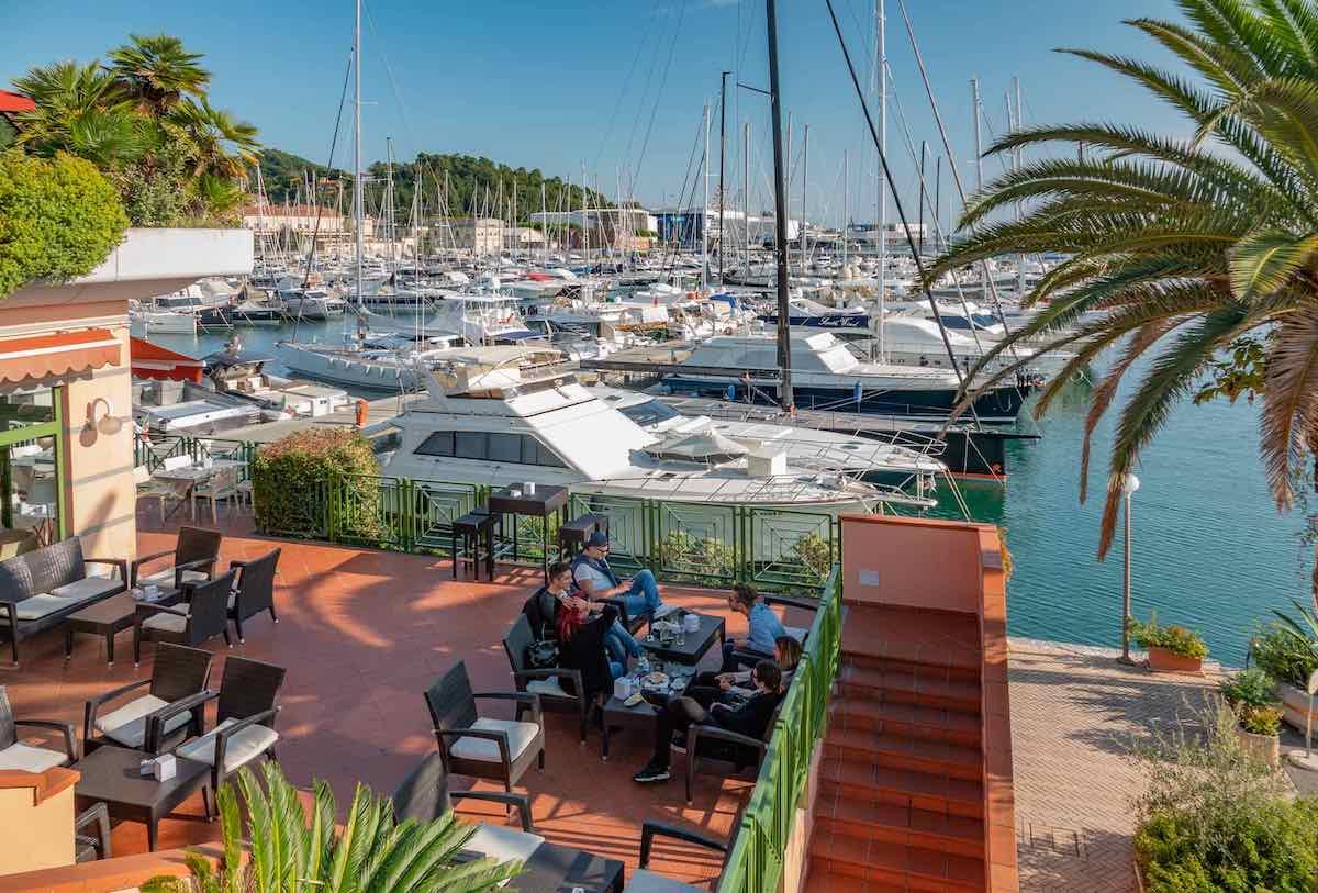 A Porto Lotti bar ristorante con vista sul porto - La Spezia Italia Italy superyachts services