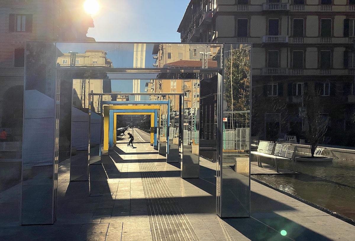 Gli archi di Daniel Buren nel centro di La Spezia sono un
